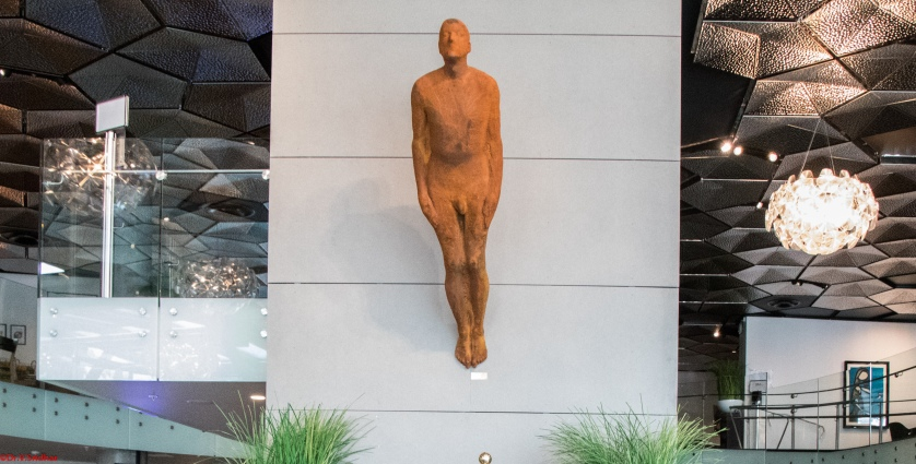 Naked truth,Greek proverb,A thousand men can not undress a naked man