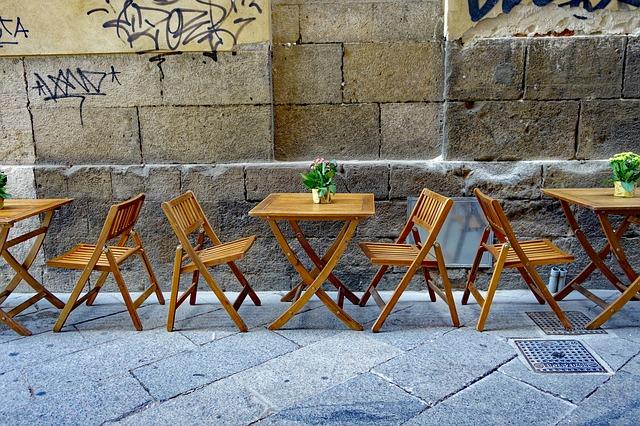 Empty cafe